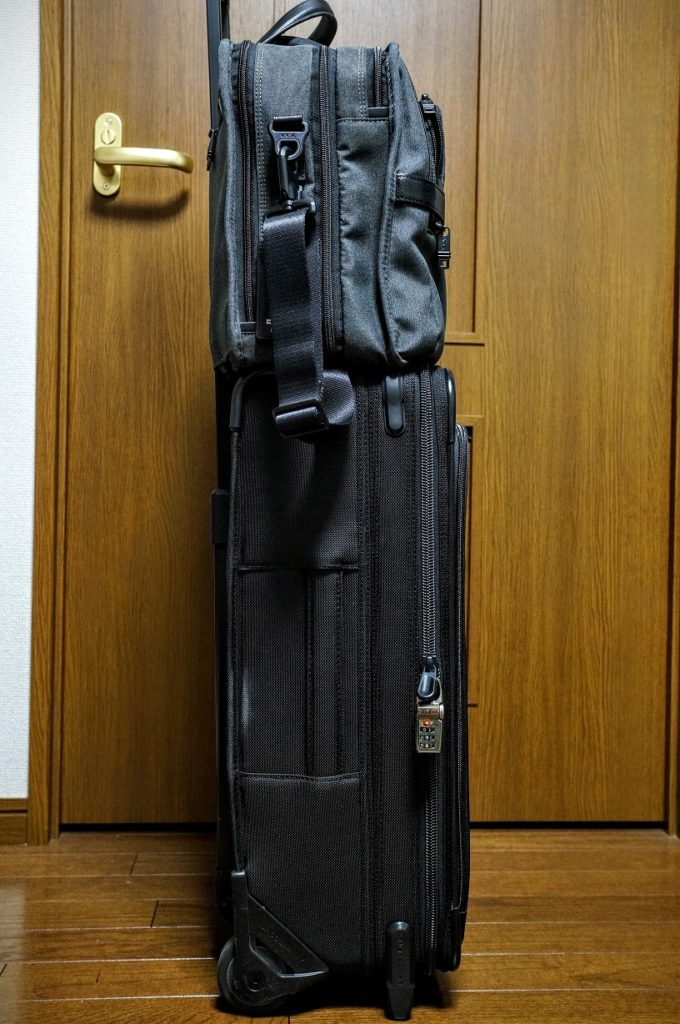 briggs and riley U122CX carryon side view with TUMI 26141 キャリーバッグ