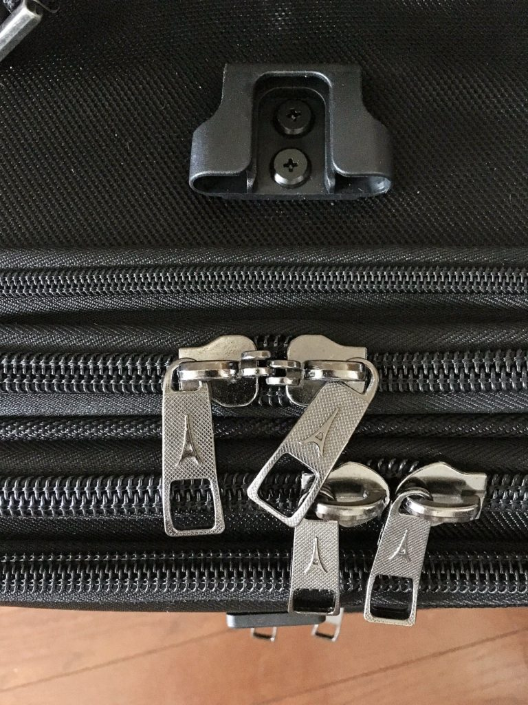 travelpro flightcrew 5 zippers