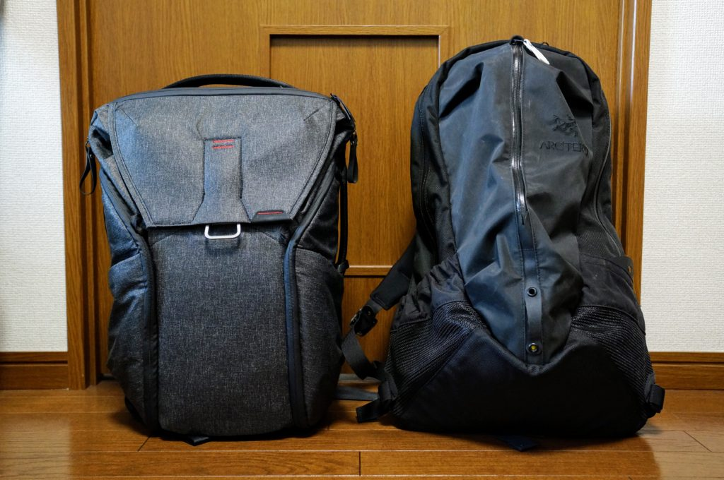 Peak Design Everyday Backpack Arcteryx Arro 22 side by side