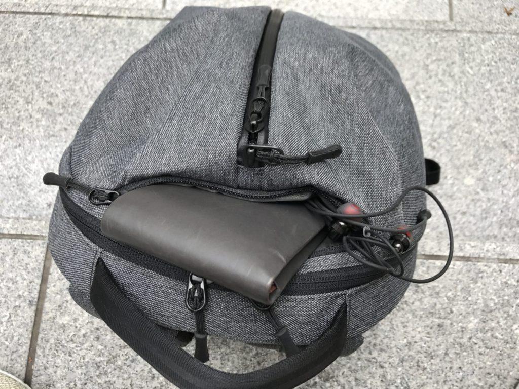aer fit pack quick access pocket wallet earphones