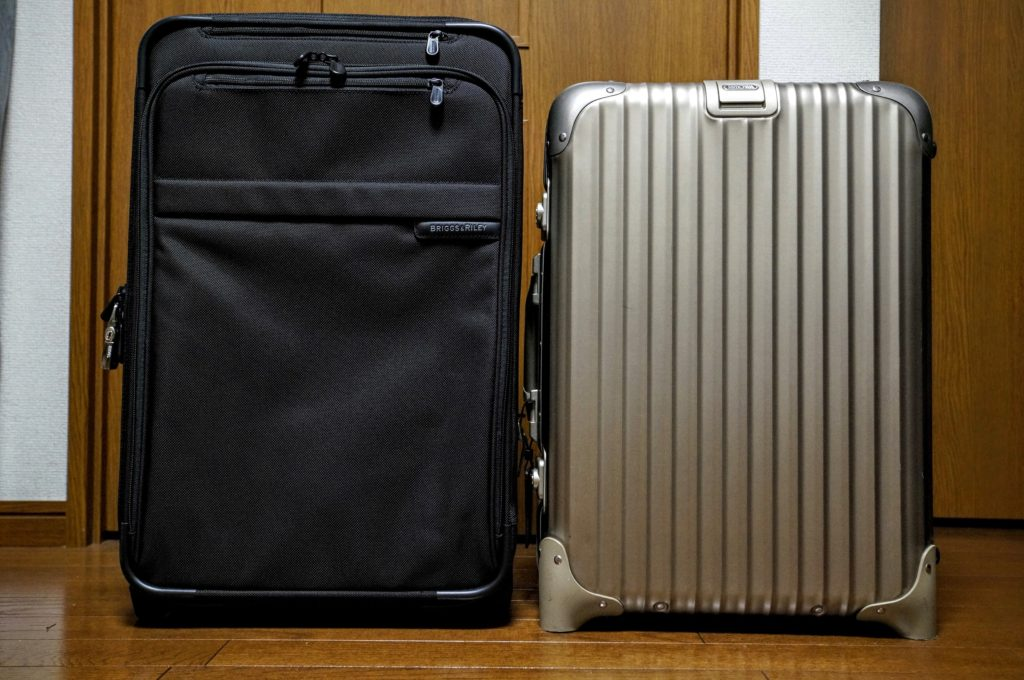 briggs and riley U122CX carryon next to RIMOWA topas Platinum キャリーバッグ