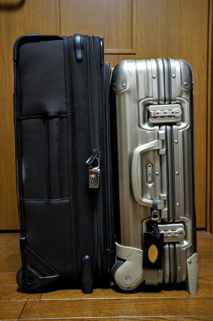 briggs and riley U122CX carryon side by side comparison with Rimowa Topas Platinum キャリーバッグ