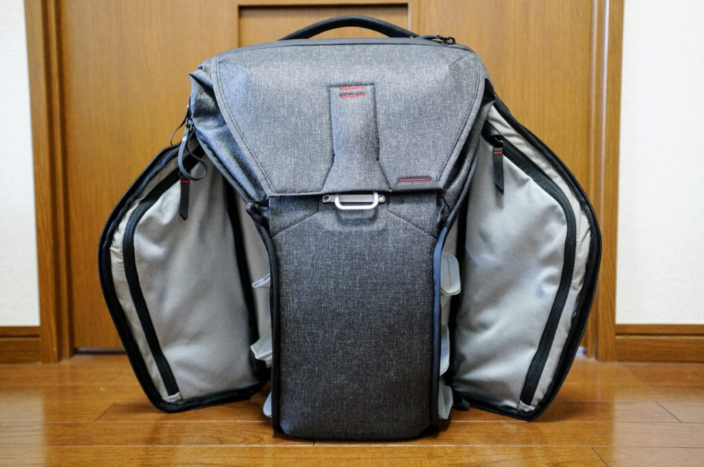 peak design everyday backpack both sides open