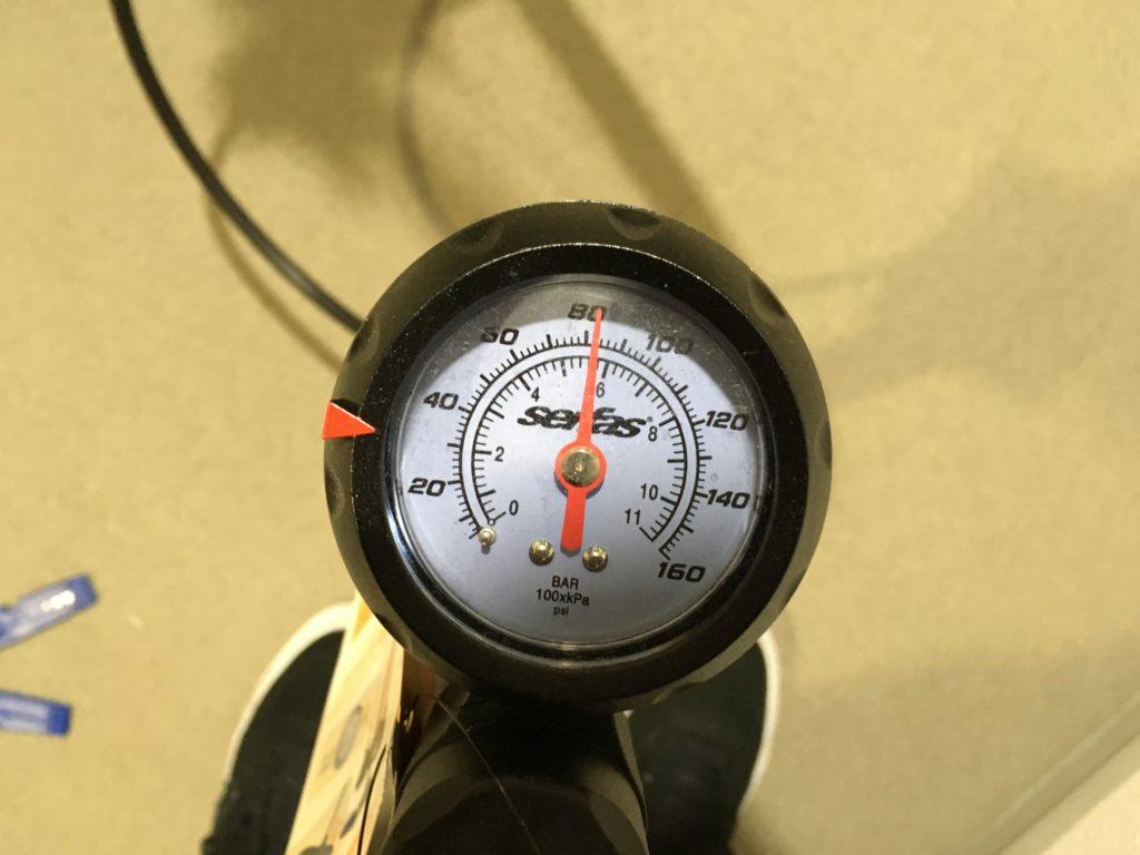 ヘルムズH10空気圧
