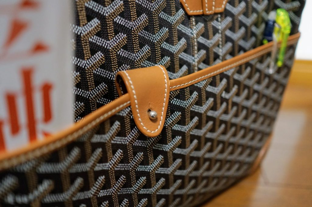 goyard ambassade front pocket with mangazine