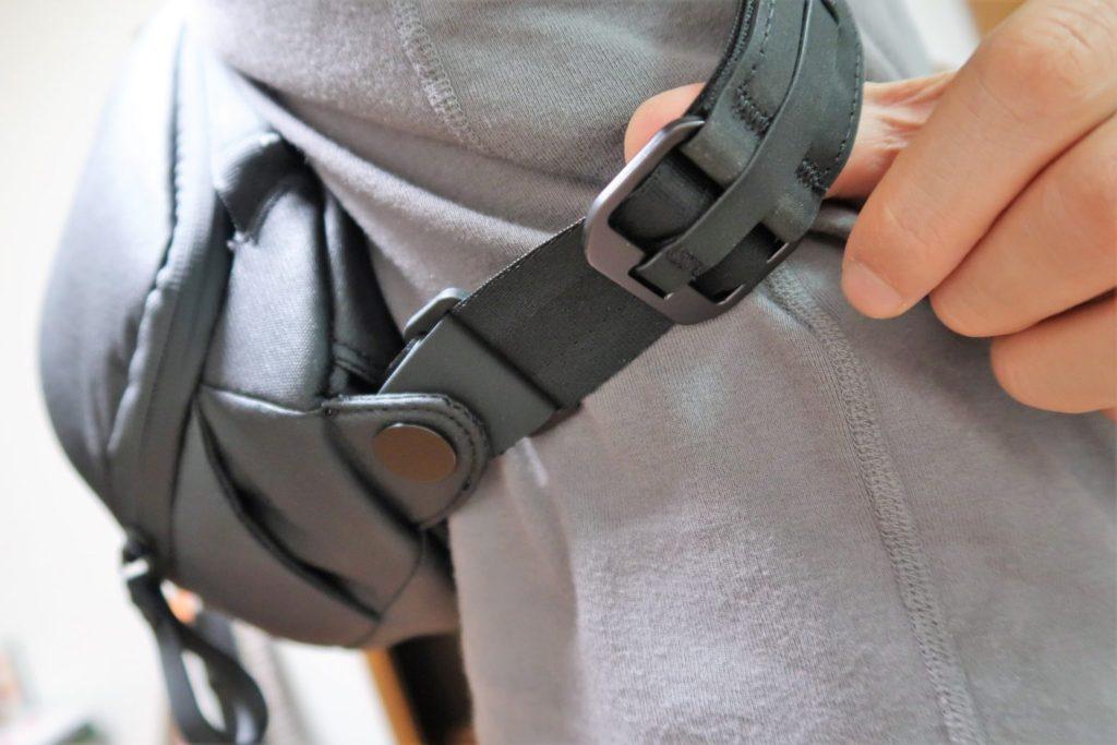 everyday sling 5l joby strap adjuster pull tab adjust
